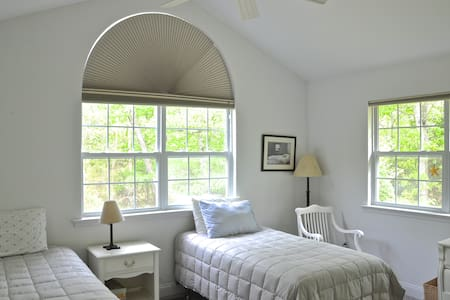 2 Twin Bedroom with Pool near All - Amagansett