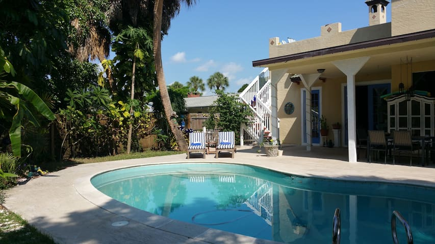 Mediterranean Villa close to ALL! - Fort Myers