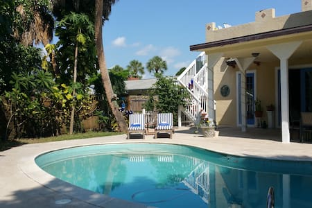 Mediterranean Villa close to ALL! - Fort Myers - Casa