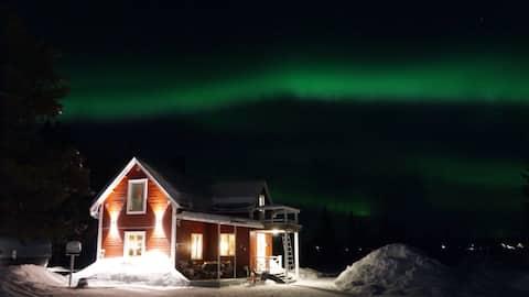 Kiruna Poikkijärvi - a cottage close to ice hotel