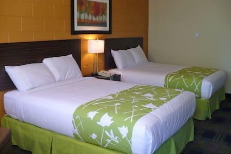 Guest Room, 2 Queen - Portage la Prairie