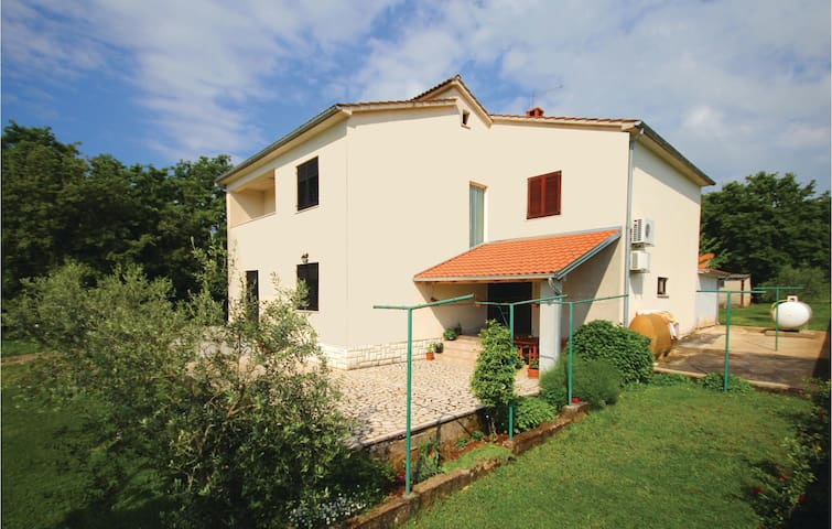 Semi-Detached with 4 bedrooms on 145 m²