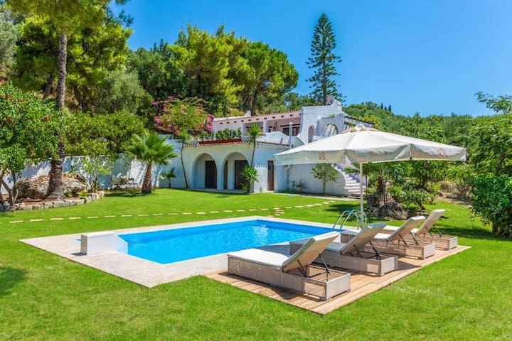 Villa Alykes with private swimming pool