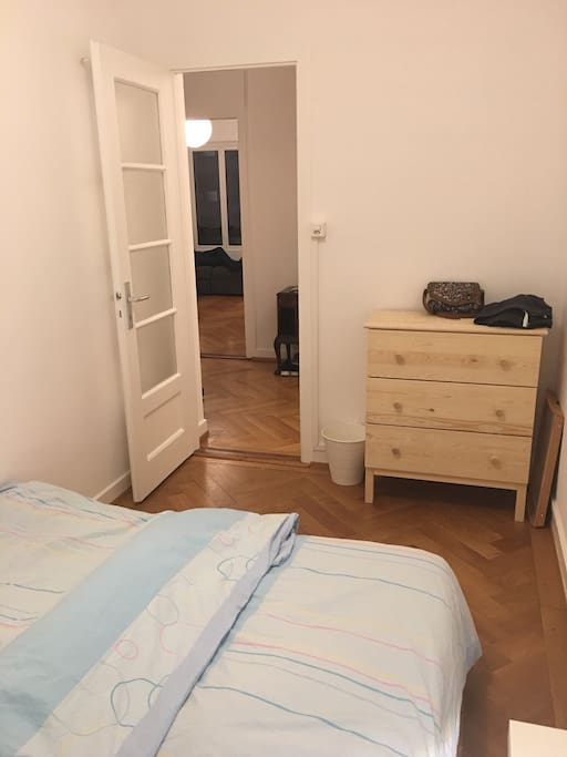 Small bedroom to rent on weekly basis