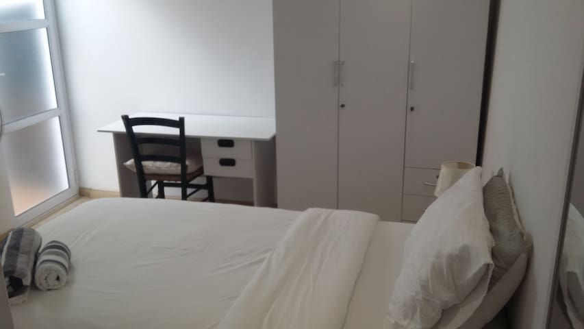 Private Bedroom with EnSuite bathroom close to CBD