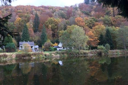 La Floresta aan rivier en woud, kano ter plaatse - Vresse-sur-Semois