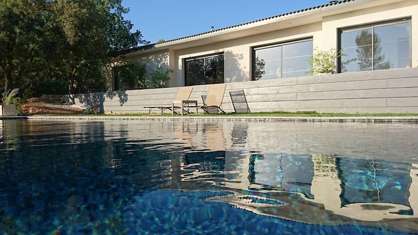 Les Collines Bleues  : Villa avec piscine