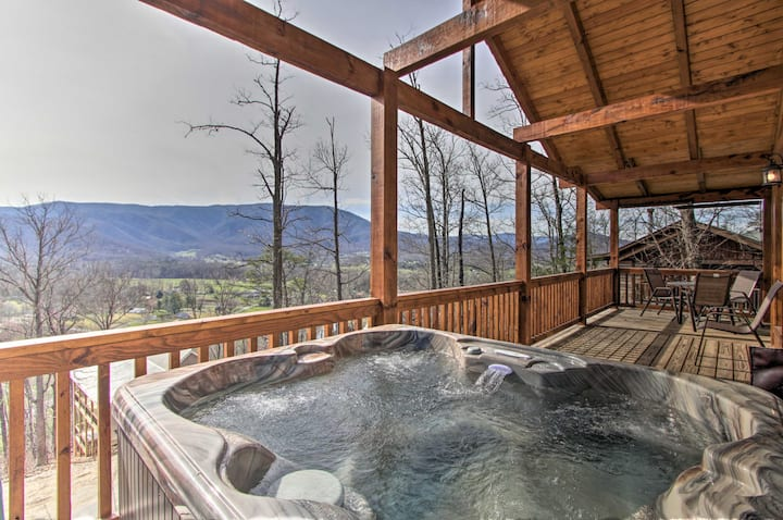 Smoky Mtns. Log Cabin w/Hot Tub & Panoramic Views!