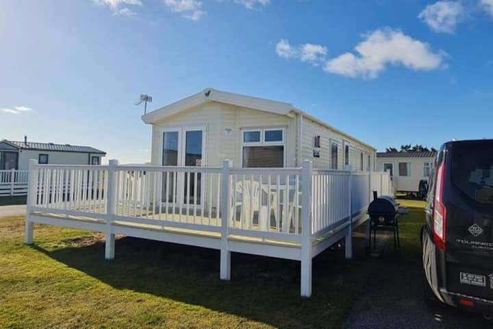 39 The Views! Bespoke, 8 berth caravan, sea views!