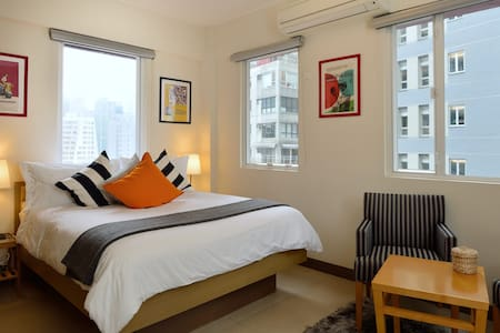 Live like a trendy expat in SOHO!! - Hong Kong - Apartment
