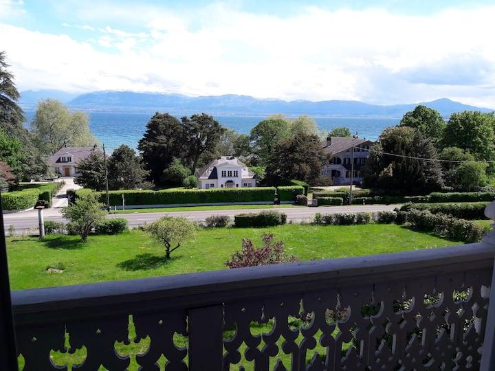 Apartment overlooking Lake Geneva