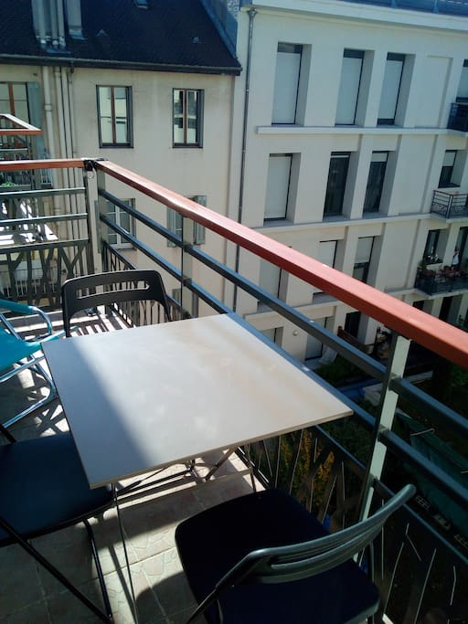 grand studio avec parking et balcon en hypercentre apartments for rent in annecy rh ne alpes. Black Bedroom Furniture Sets. Home Design Ideas