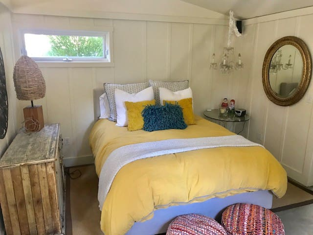 Cozy and stylish Carmel Valley guesthouse.