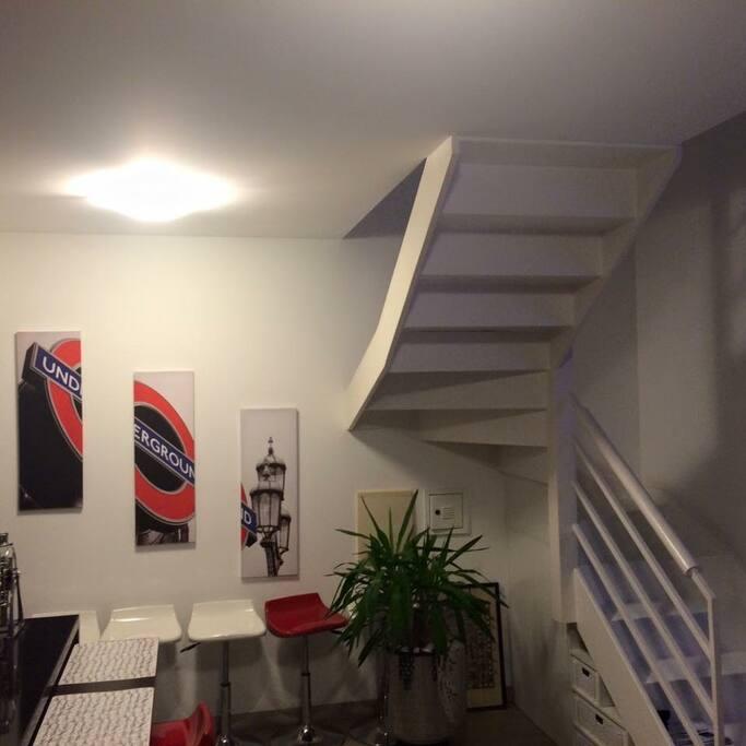 Hall Escada com Lavabo