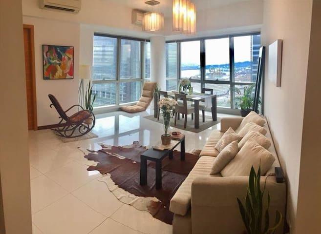 Penthouse-Modern Bedroom-private En-suite in CBD