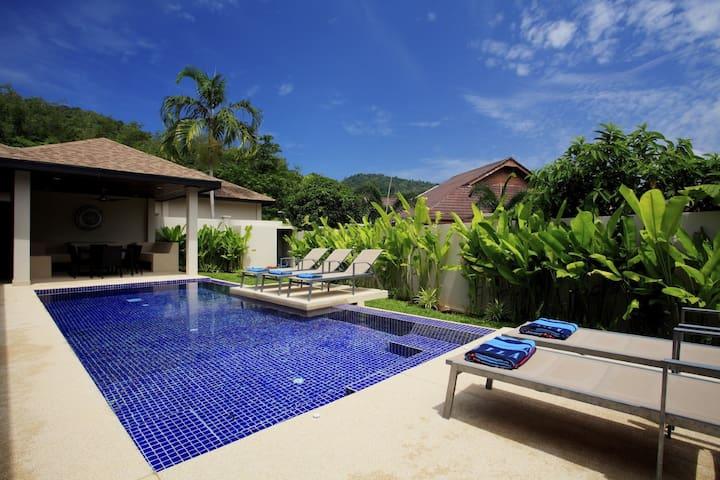 9a Ruby Villa special - sleeps 9 - Nai Harn beach