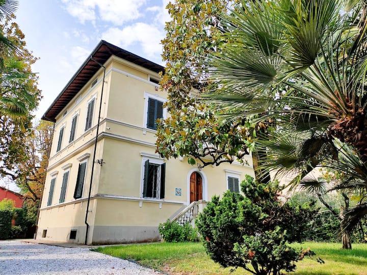 LUISA in VILLÀ 1919: Historical Villa in Lucca