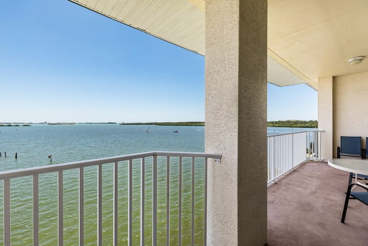 Breathtaking views over Boca Ciega Bay!