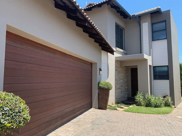 3 Bed Modern Self catering Holiday Villa-Nelspruit