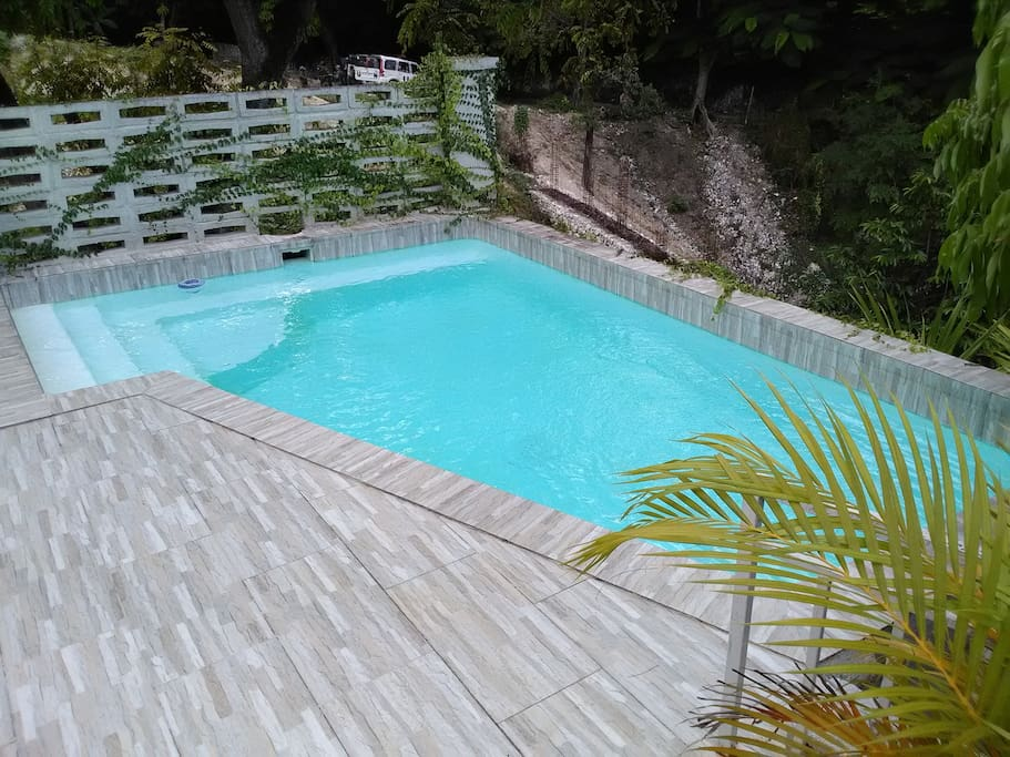 Private pool, overlooking woody area, serving only 2 apts, Maintained to highest standards.