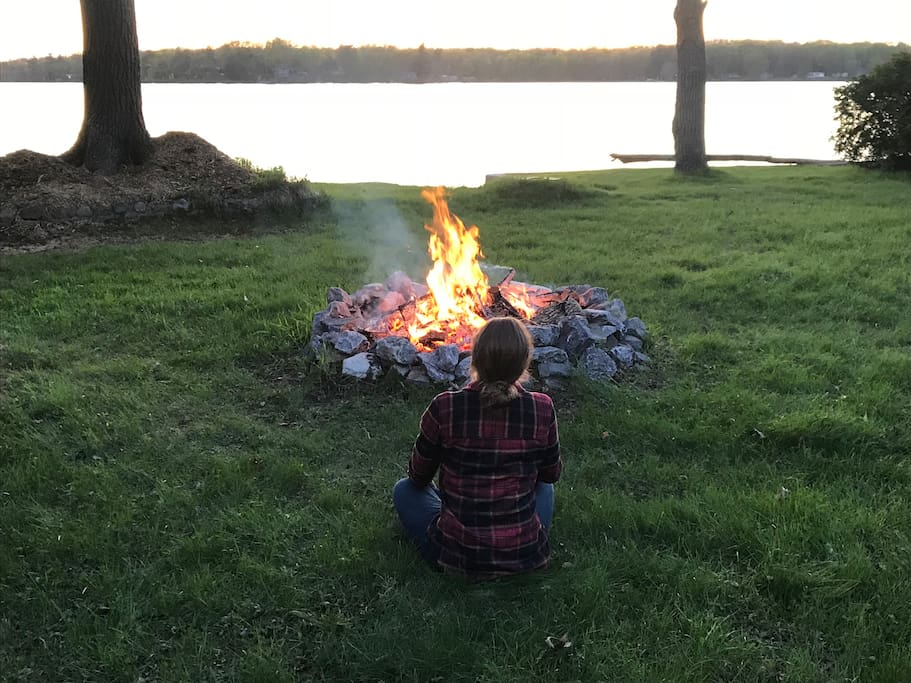 Great camp fires. Just need to call and register the fire permit when having a fire as long as there is no burn ban. Make sure to have water ready and never leave fire unattended.