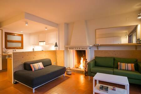 Tamariu-Costa Brava fireplace central heating - Tamariu - Flat