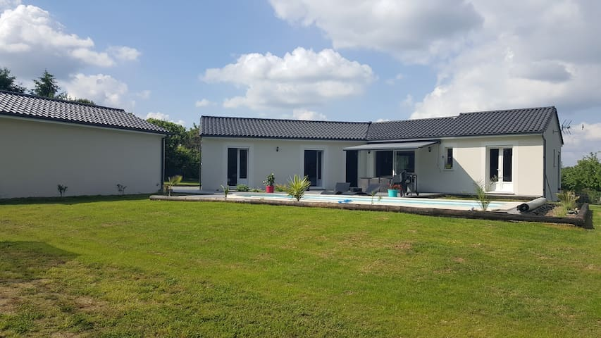 Maison moderne individuelle avec piscine - Brantôme - Dům