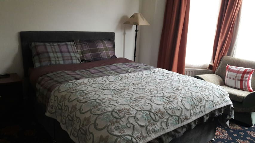 King size room near city center and University. - Belfast - Bed & Breakfast