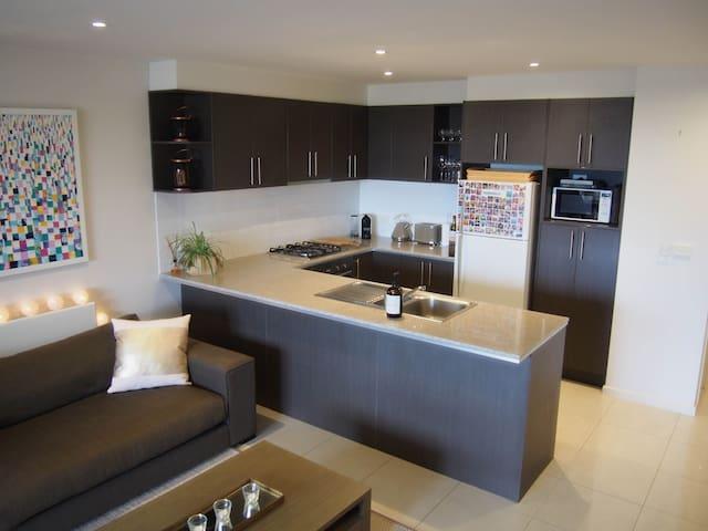 Modern Apartment - Surrey Hills - Apartment