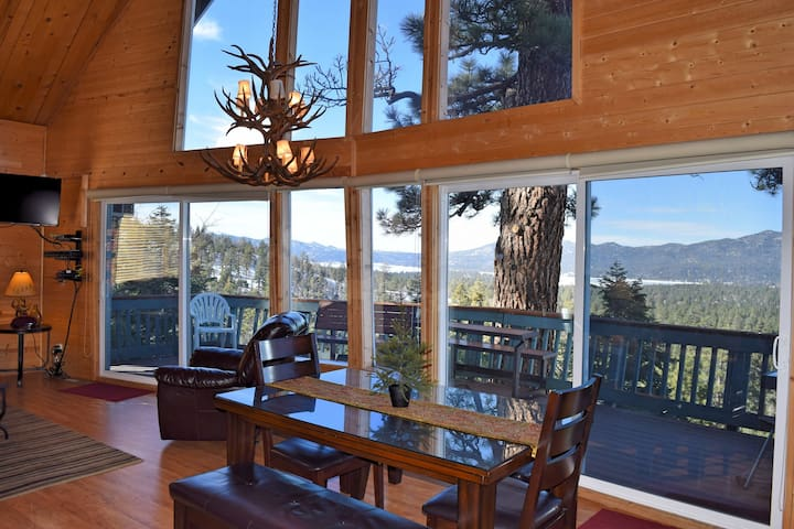 Nature's Dream: Panoramic Views! Spa! High End! Bear Mountain! Golf Course! Cable TV! BBQ!
