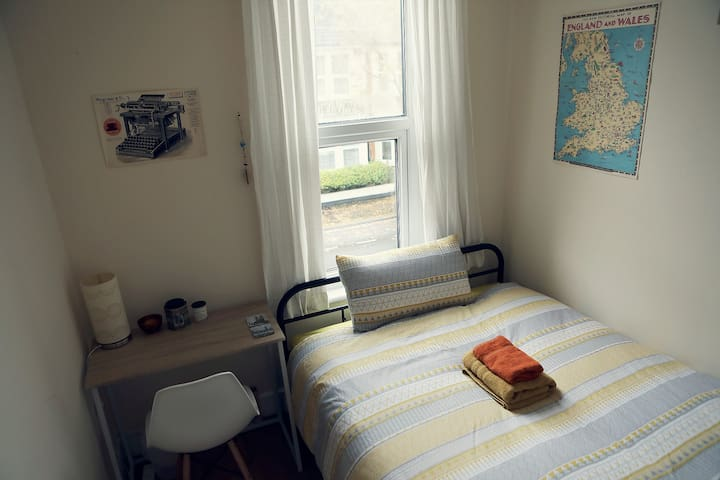 Cosy, Bright room in a Vegan & Eco-Friendly Flat