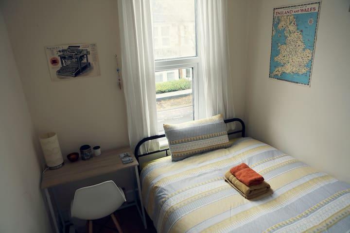 Cosy, Bright room in a Vegan & Eco-Friendly Flat