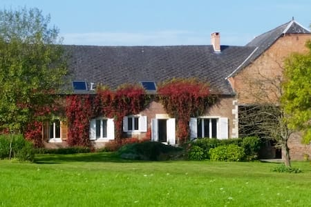 Lovely and spacious farm - Besmont - Talo