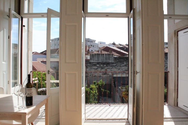 Sunny apt with a balcony - Porto - Flat