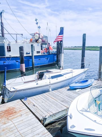 Sailboat Glamping at the Shore: Kayaks Included !