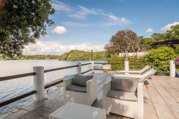 Luxury villa by the lake and sea - Selva Piana-baia D'argento - Villa