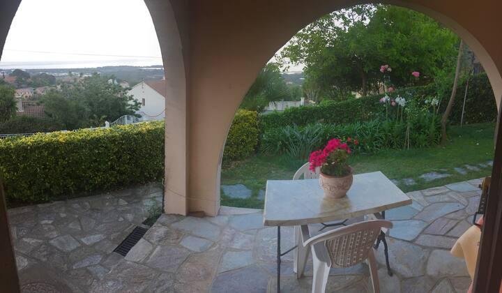 Rez de villa avec vue mer panoramique