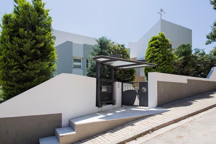 Villa 120m2 au nord d Athenes - Dionisos - Haus