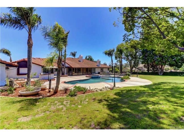 Claremont Luxury Villas/Great value /5Bdrm+3LVR