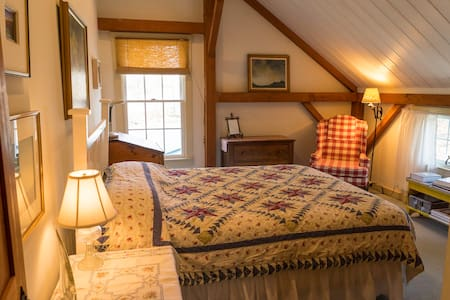 Airy room in Post & Beam Barn home - Shepherdstown - Casa