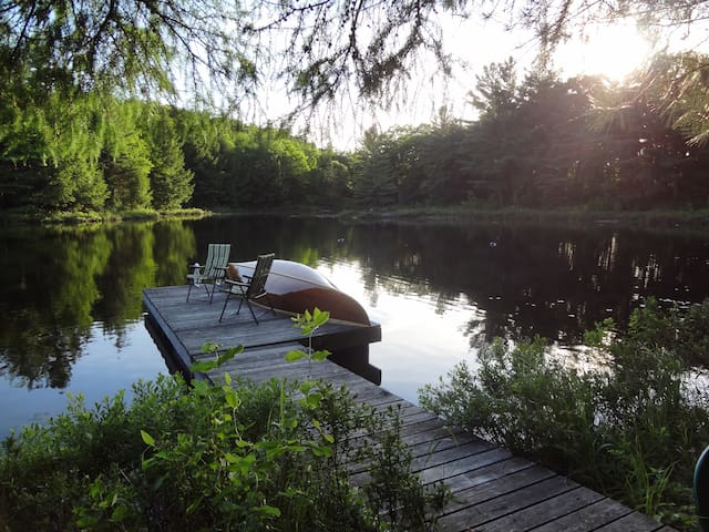 Cottage by lake in Gatineau Hills