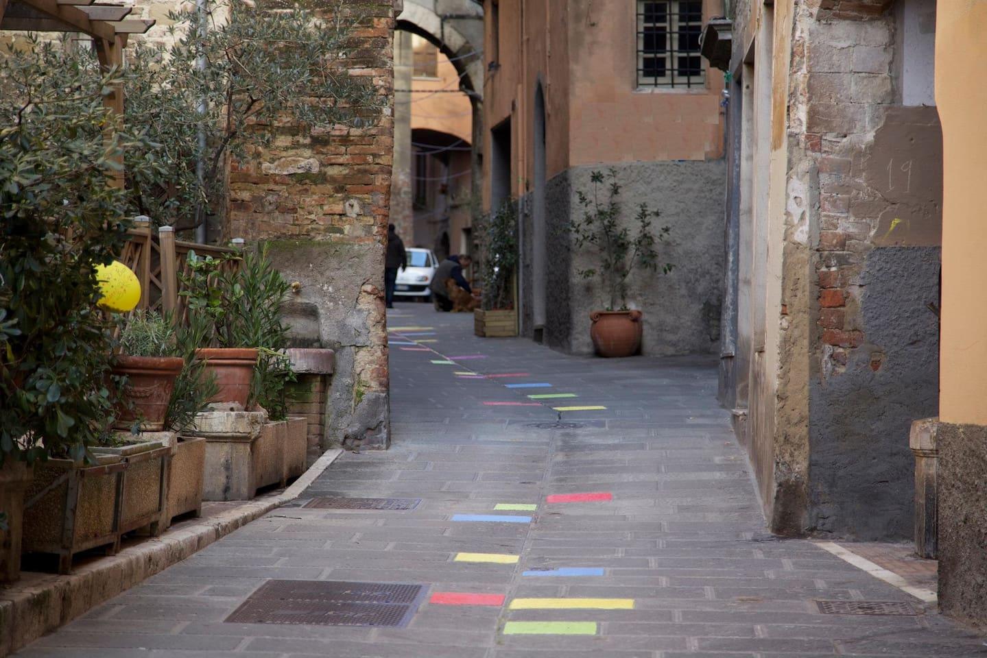 Via sotto casa - street under the house