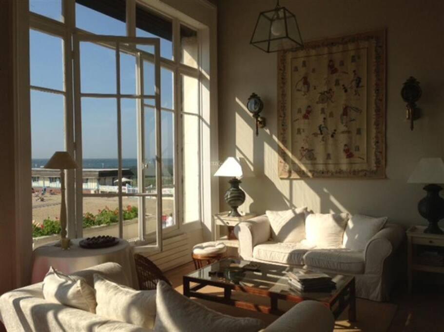 deauville trouville vue mer 6 pers appartements louer trouville sur mer basse normandie. Black Bedroom Furniture Sets. Home Design Ideas
