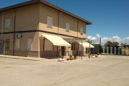 BeB IL SOLE dispone 2 camere doppie - Porto Torres - Bed & Breakfast