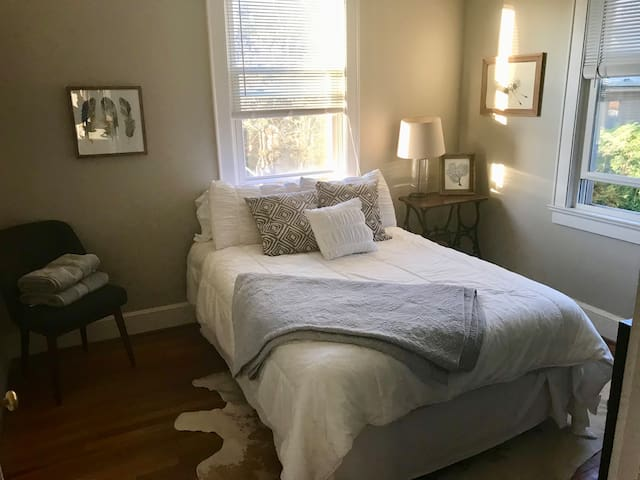 Cozy Private Room in Forest Acres