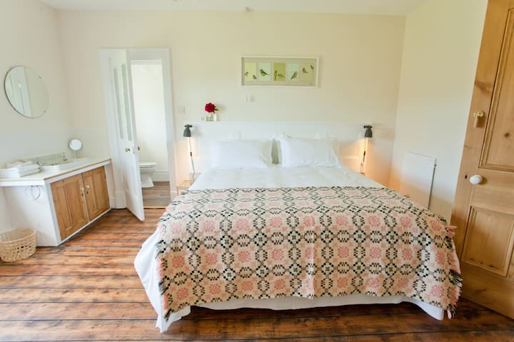 Beautiful room, Pembrokeshire coast - Moylegrove - Bed & Breakfast