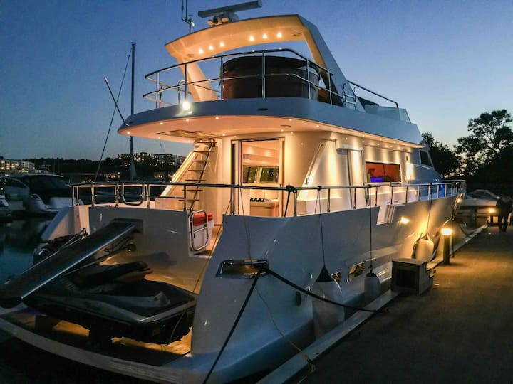 VIP cabin on a Luxurious Yacht near City center