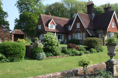 The Garden House, Chawton Hampshire - Alton - Bed & Breakfast