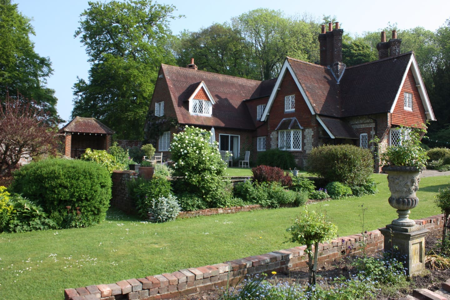 The Garden House, Chawton Hampshire - Bed and breakfasts for Rent in ...