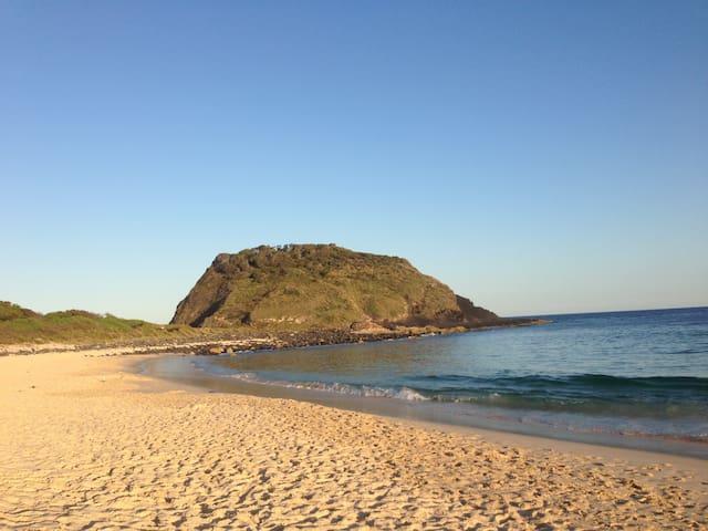 Beach Cabin, Elizabeth, Bluey's, Boomerang beach.